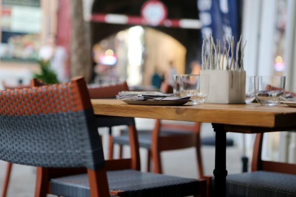 city-restaurant-table-pavement