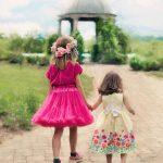 little-girls-walking-773024_640